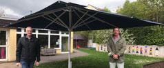 Neuer Schirm für die KiTa Burgzwerge